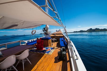 Epic Yacht in Komodo National Park - Nusa Tenggara Timur, ID