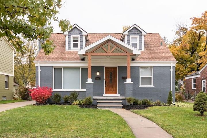 Elegant Home w/ Modern Amenities in N. Royal Oak!