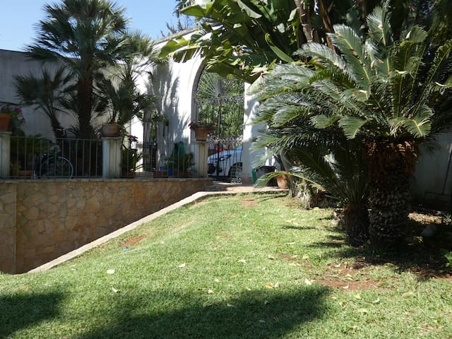 """""""A casa di Marley"""", villetta con Giardino a Lecce"""