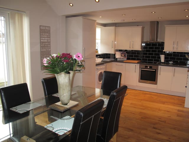 Fantastic house 10 mins to CityCentre - Liverpool - Casa