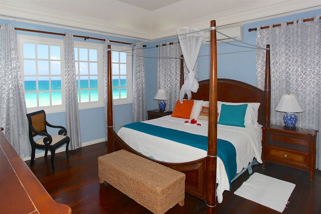 Bedroom with sea view and bathroom en suite