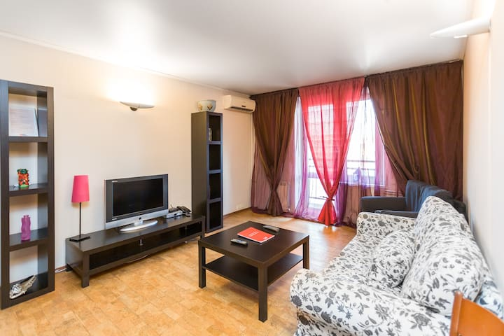 Stylish flat  1 min. walk to m.Polyanka - ID 138