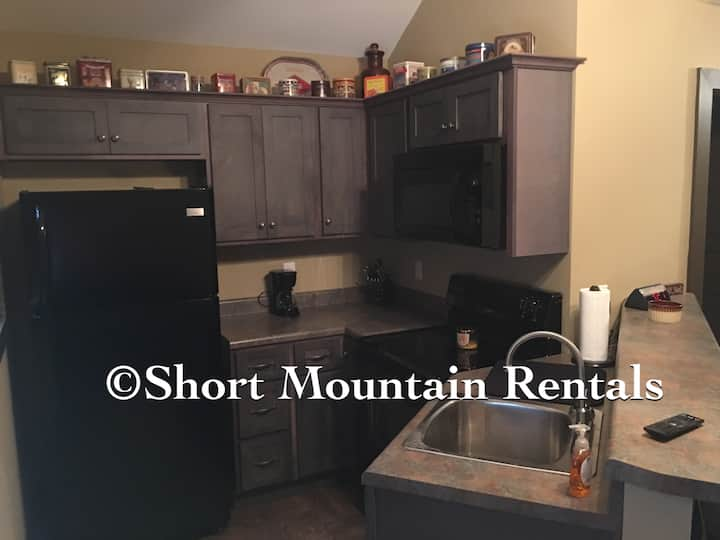Short Mountain Rentals Cabin 399