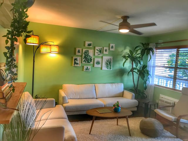 Walkable Artsy Beach Town Apartment (2 Month Min)