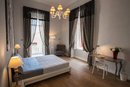 Appartamento in pieno centro storico - Napoli