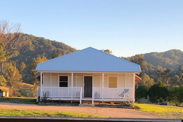 Qld workers Cottage with rural views.
