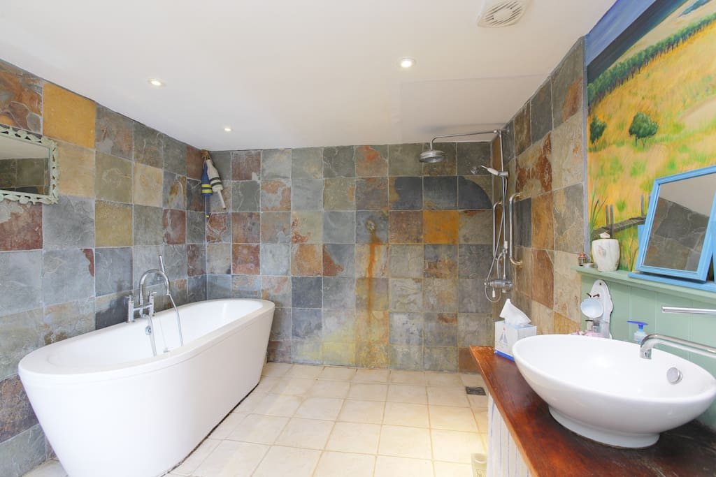 Large bath and wonderfull shower
