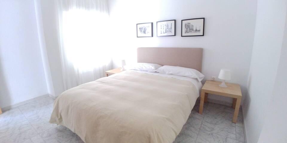 Habitación Principal - Habitación 3 - Doble 1 cama de 150cm y armario. Con aire acondicionado.