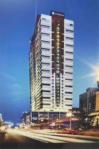 Atlantic City Glitz - Wyndham Skyline Tower