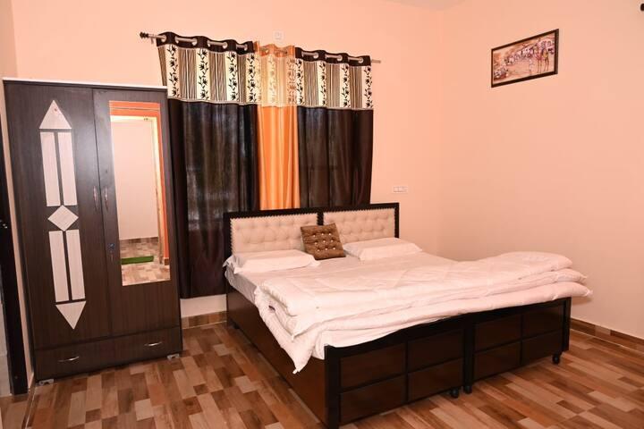 Spacious room in dharamshala - 1