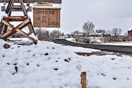 Rustic 5BR Saratoga Cabin w/ Mountain Views! - Saratoga - Cabaña