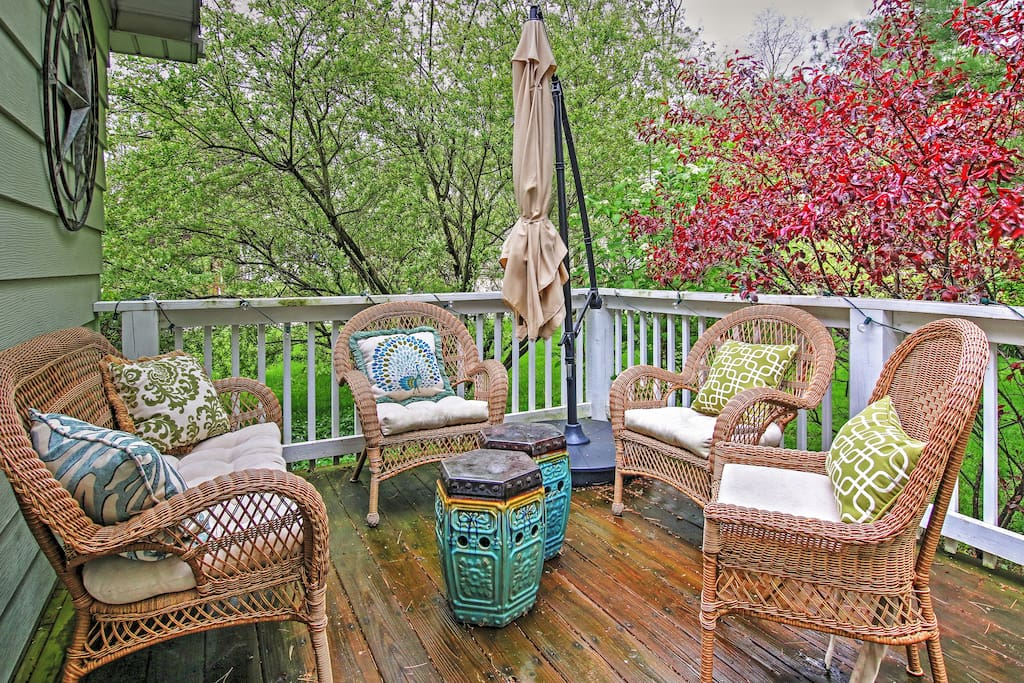 Relax on the deck and enjoy the sights and sounds of nature!