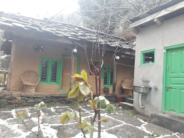 Khopcha a traditional kullvi old house