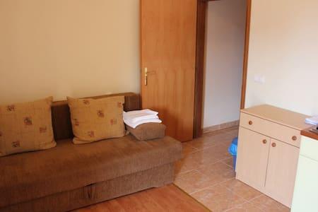 Warm studio apartment - Sevid - อพาร์ทเมนท์