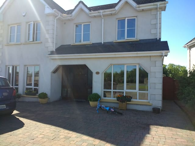 cosy 5 bed detached with parking