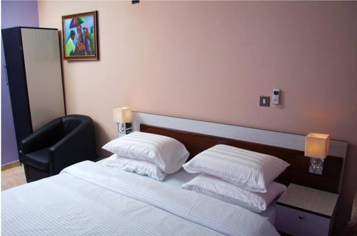 Milestone Hotel - Standard Room