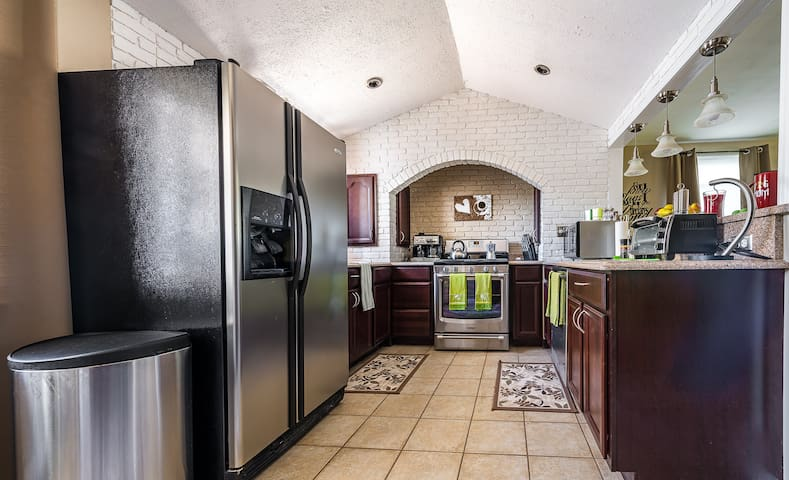 Full size modern kitchen with granite countertops, all silver appliances for all your cooking and meals enjoyment.