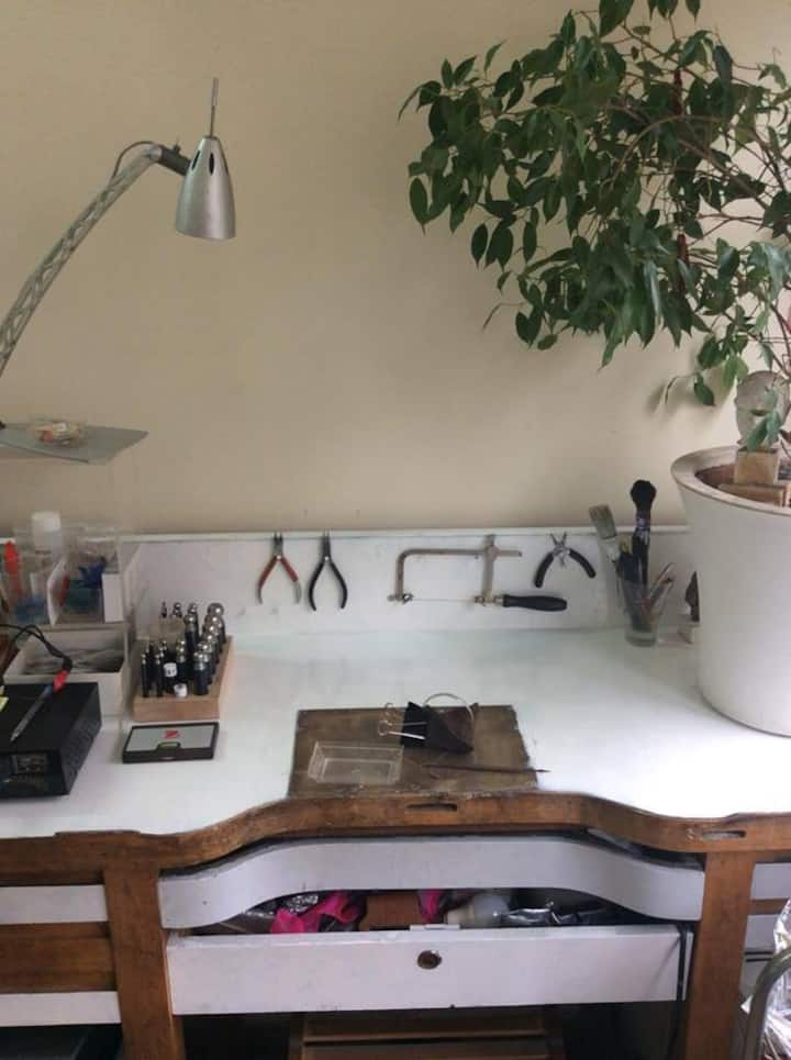 This is the worktop with some tools