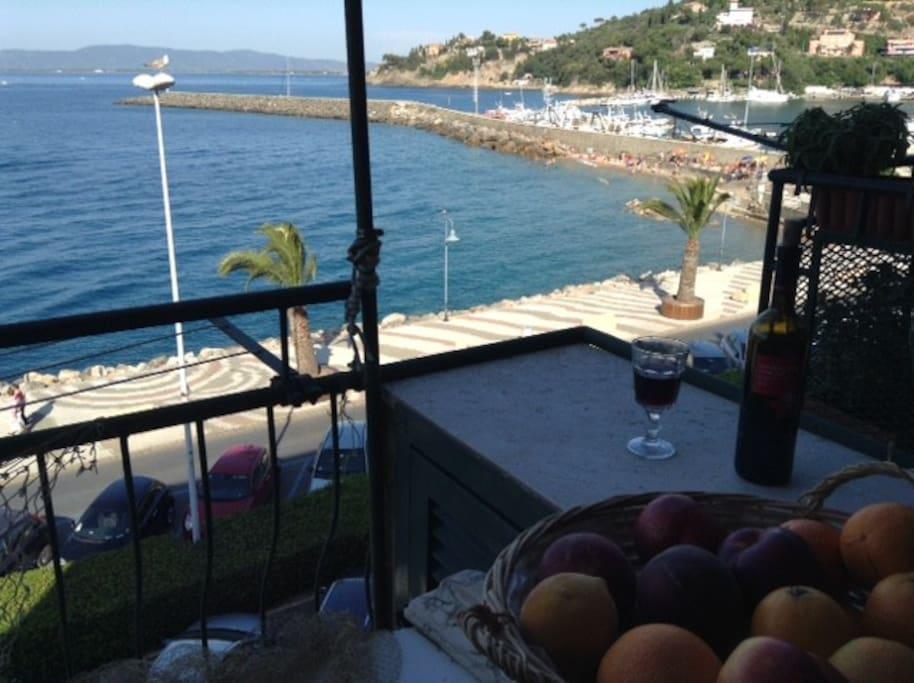 Colazione sul mare condomini in affitto a porto santo - B b le finestre sul centro jesi an ...