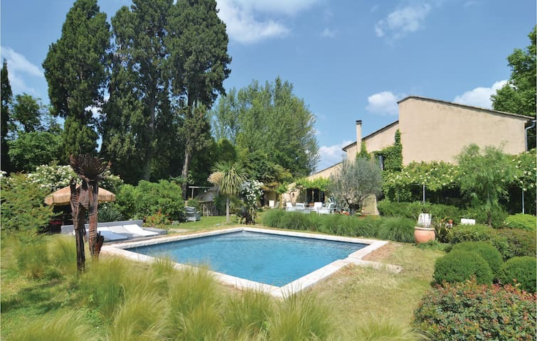 Holiday apartment with 1 bedroom on 60m² in Cabannes