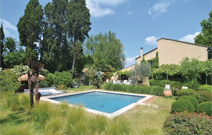 Awesome home in Cabannes with WiFi, Outdoor swimming pool and 1 Bedrooms