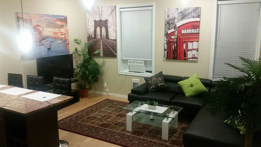 2-bedroom Apt  in Heart of Downtown Ottawa (T-06)