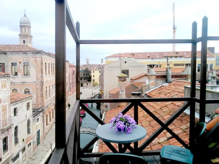 Loft with 'altana' on the rooftops of Venice