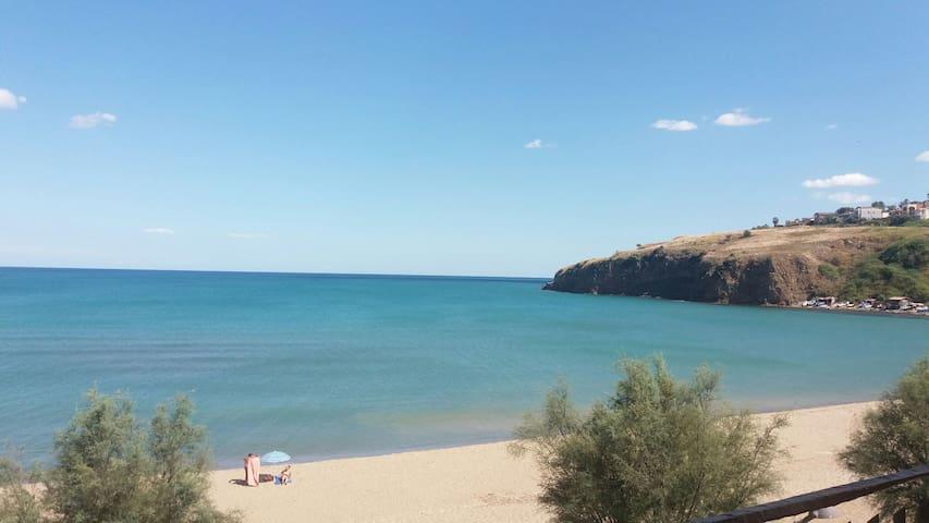 Tra la sabbia l'abbraccio dell'Etna - Agnone Bagni - บ้าน