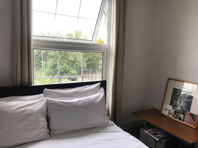 Sunny Double Bedroom 8 mins Dalston