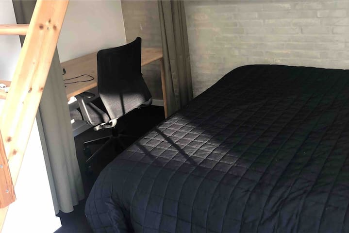Privat værelse i stor villa nr. 1