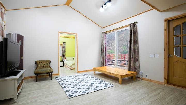 자연을 벗 삼아 즐기는 편안한 휴식 공간 별채(단체방, 독채) 객실