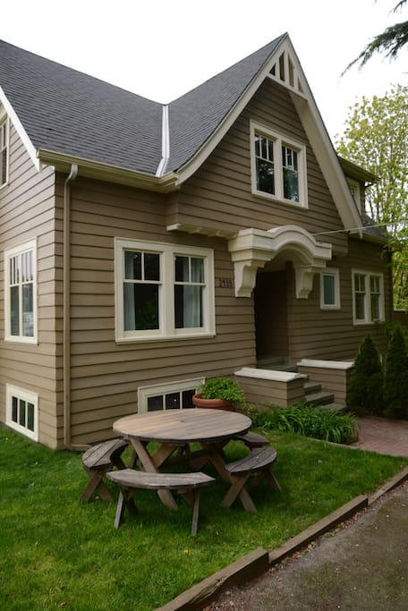Beautiful 2-story 1927 Craftsman home located on a quiet dead-end street. Off street Parking!!!