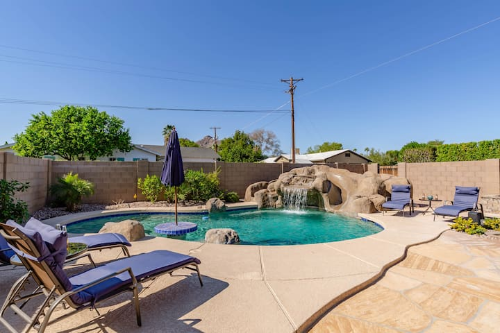 STUNNING SCOTTSDALE ESCAPE - MINS TO OLD TOWN!