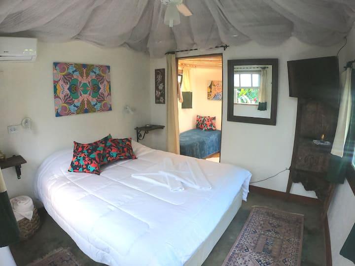 Casa Bela -Suite Bungalow completa à 50m da praia!