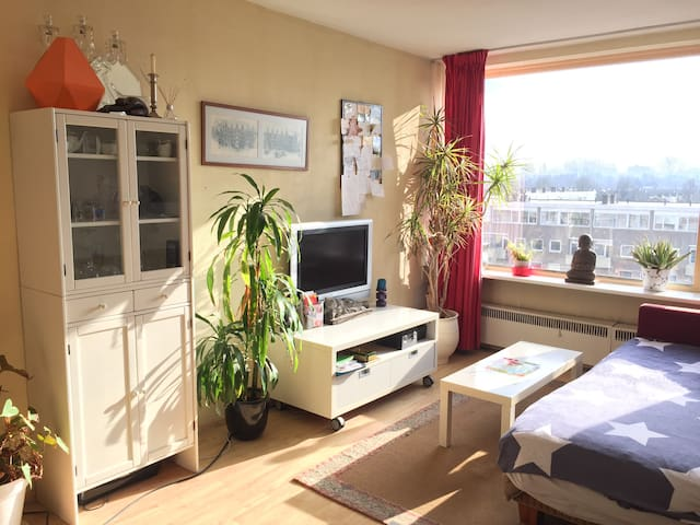NICE HUGE ROOM 15-20 MINUTES TO CENTER - Ámsterdam - Apartament