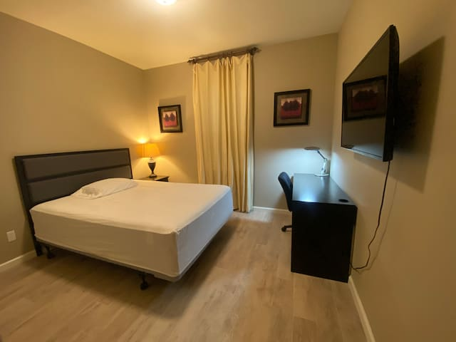 Private comfy Sanitary 1 bedroom1 bath quite comm.