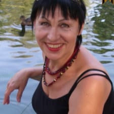 Вера Михайловна是房东。