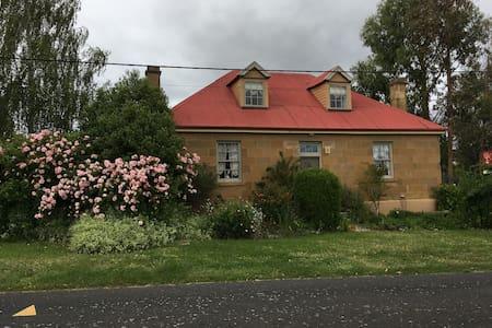 Cherry Villa heritage home - Hamilton - Bed & Breakfast