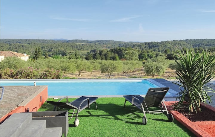 Amazing home in Quarante with WiFi, Outdoor swimming pool and 3 Bedrooms