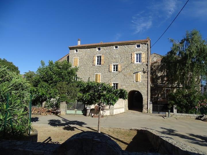 Chambre d'hôtes d'Altagène, charme et sculptures 2