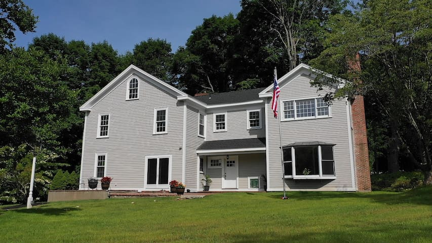 Beautiful House only 25 five minutes from Boston