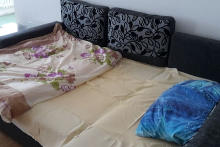 Comfortable couch for sensible price - Bratislava - Apartamento