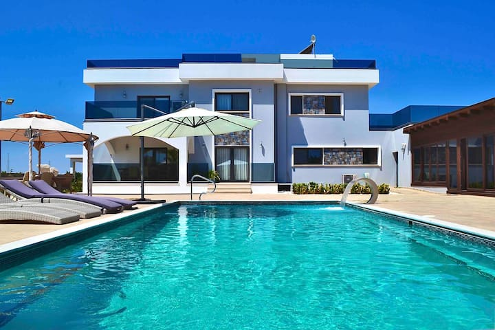 LUX VILLA 5 BEDROOMS*POOL*JACUZZI*NOTHERN CYPRUS