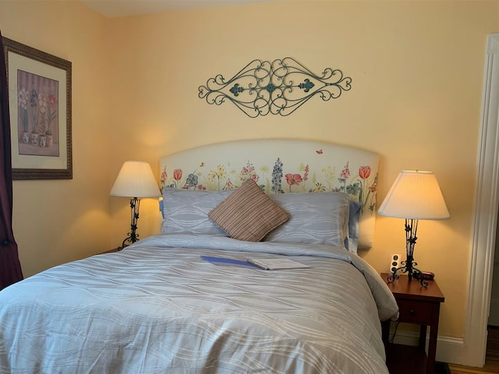 Cottage Room - The Saltair Inn Waterfront Bed & Breakfast