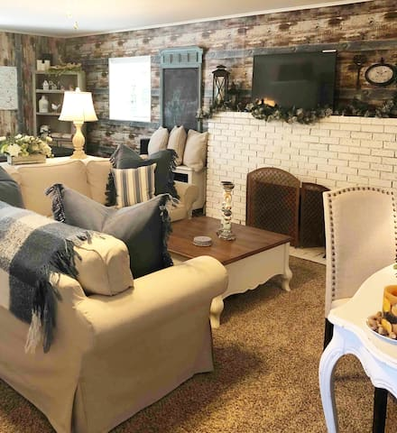 Blue Jay Cottage, 4 Qn beds, Spa, Fire pit, BBQ