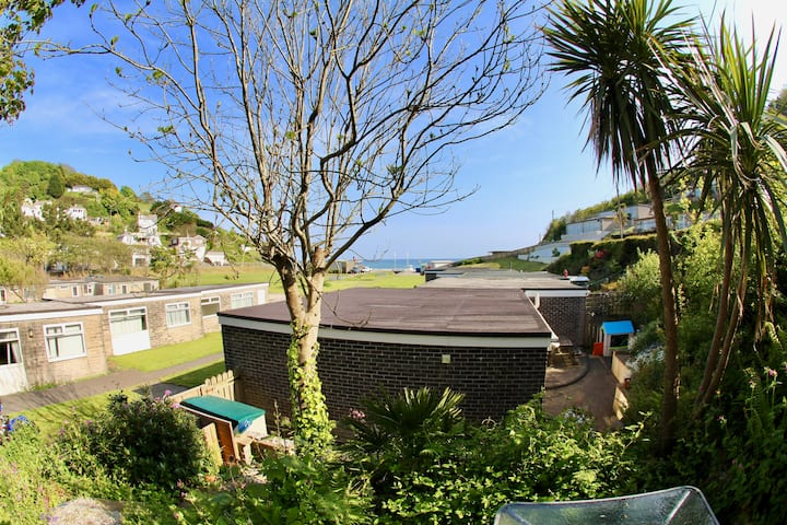Home with sea view & garden just 120m from beach