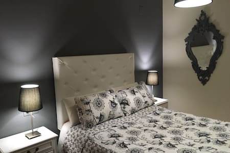 Cómoda habitación con baño privado. - Granada