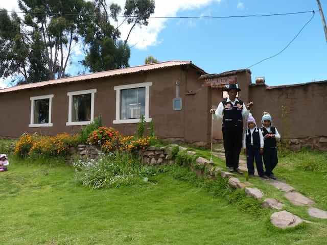 CASA DE EUSTAQUIO EN CAPACHICA - CCOLLPA - Llachon - Dům