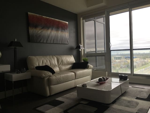 Beautiful Modern Condo - Richmond Hill - Apartment