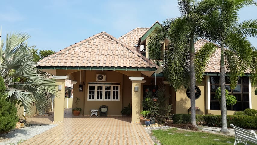 lovely, comfy and tranquility stay in lumut - Sitiawan - Villa